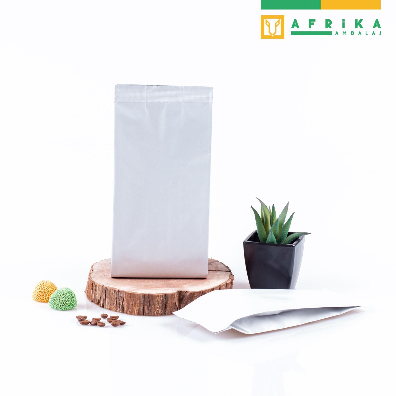 mat-beyaz-aluminyum-yandan-koruklu-torba-3