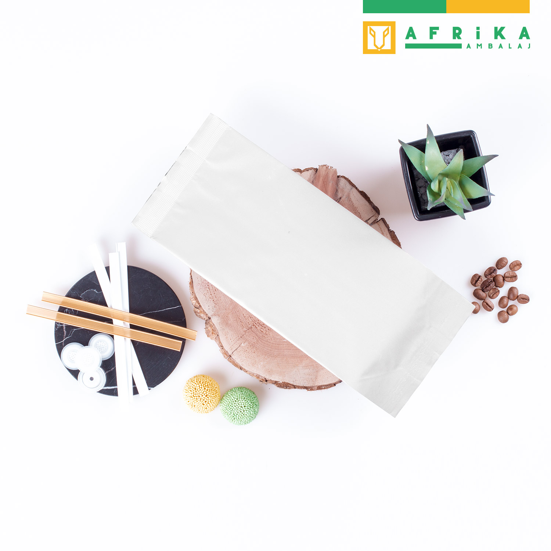 mat-beyaz-aluminyum-yandan-koruklu-torba-4